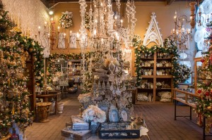 Restaurants dressed with holiday sparkle visit newport beach for Cafe jardin corona del mar